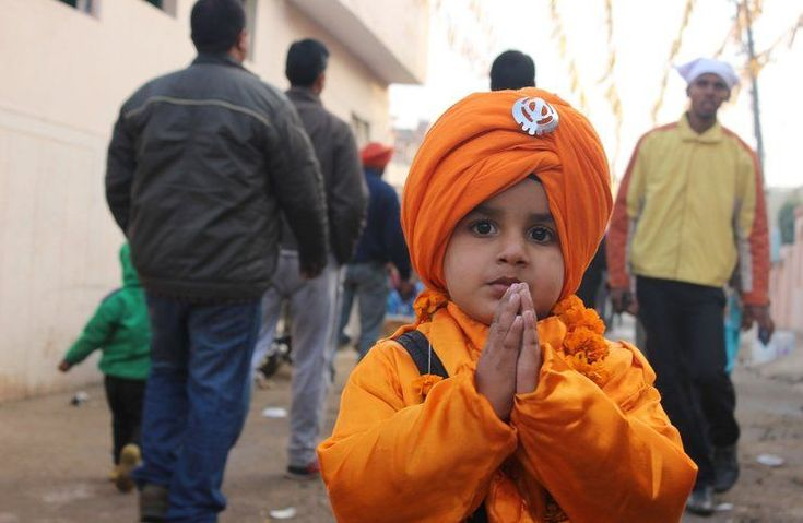 Learn top interesting facts about Sikhs and their beliefs, funerals, gurus, food, and religion (Sikhism), that is based on the teachings of Guru Nanak.