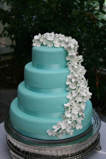 I would prefer this with the cake being white/ivory and the flowers being a reddish color for our wedding. Very pretty cake