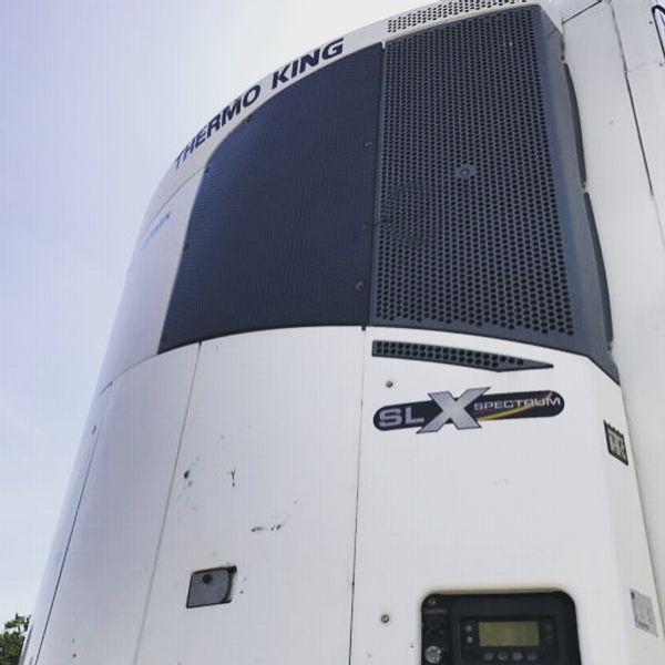 السلام عليكم هرض لبرادة كرون موديل 2009 مع مبرد ثيرموكنج Slx Spectrum مواصفات قياسية للسفر الدولي الطول 13متر و 31سم العرض 252سم الارتفاع 265سم شاسيه كامل قوي In 2020