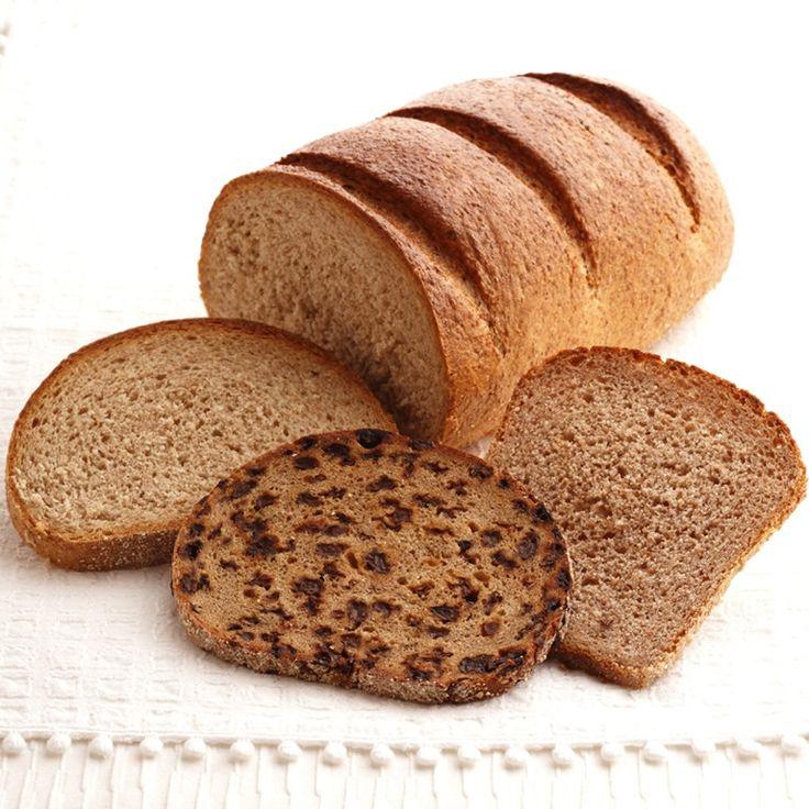 皆さんは、ドイツパンってパンを食べたことはありますか。 メルセデス・ベンツ、BMW、最近何かと話題?なフォルクスワーゲンなど、自動車を中心に世界屈指の工業力と経済力を持つ国ドイツ。 そんなドイツは意外にも、世界屈指のパン大国としても有名なんですよ。 海外でパンが有名な国というと、国名を冠するフランスパンなど私たちもよく食べるものが多い、「フランス」がイメージしやすいところですよね。 バケットやパリジャン、パン・ド・ミやクロワッサンなどは有名で、ほとんどどこのパン屋さんでも手にすることが出来ます。 では、それに対してドイツパンはというと、ヴァイツェンブロートやプンパニッケル、ミッシュブロートにフォルコンブロートなどなど。 うーん、正直聞いたことのないようなものばかりですね。 ですがこれらのドイツパン、以外にもなかなか侮れないようです。 なんでも私たちが普段食べているパンに比べて、遥かに高い栄養を持っているんだとか。 そこで今回は、なぞに満ちあふれたドイツパンについて大特集。 ダイエット効果もあるという、ドイツパンの驚きの栄養効果についてご紹介していきます。…