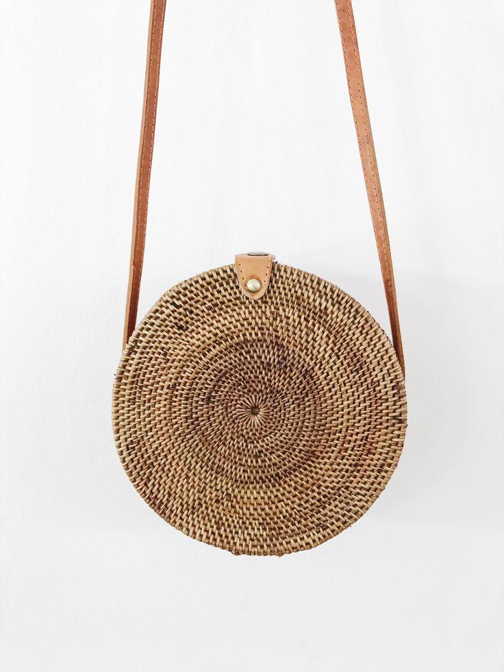 Pepyth / STRAW BAG, CIRCLE (size M ) attache en cuir : 69,00€