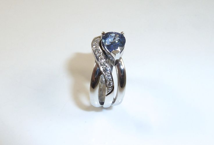 #Australian #Sapphire and #Diamond #Engagement #Ring. Free flowing and elegant. #Handmade by Master Designer Jeweller Shane Tennant. @10antsjewellery <- instagram #jewellery #handmade #art #craft #ring #engagement #10ants