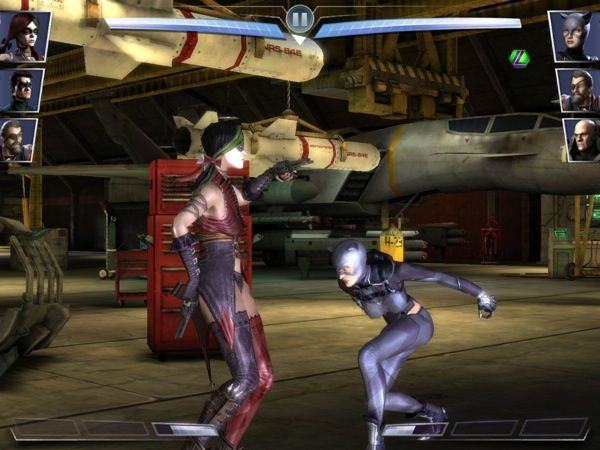 Héroes y villanos de DC Comics pelean en esta épica batalla. Injustice: Gods Among Us es un juego de cartas coleccionables para hacer el equipo de pelea, incrementar sus habilidades y poderes.