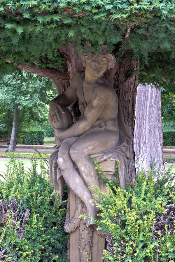 This classical piece of Garden sculpture was found on Dunsborough Park's page. They have a beautiful collection that is certainly worth the time you would take to enjoy it!