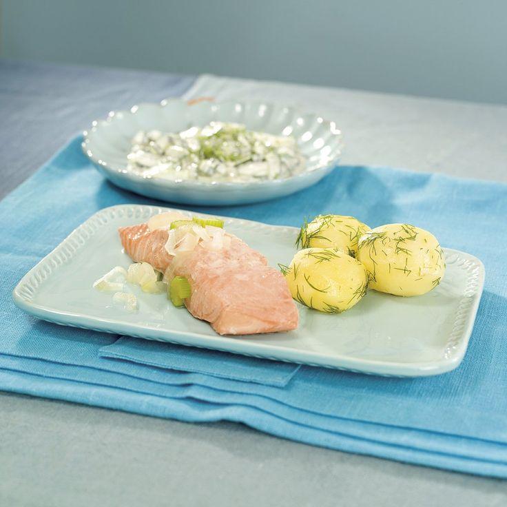 Laks med agurksalat og poteter