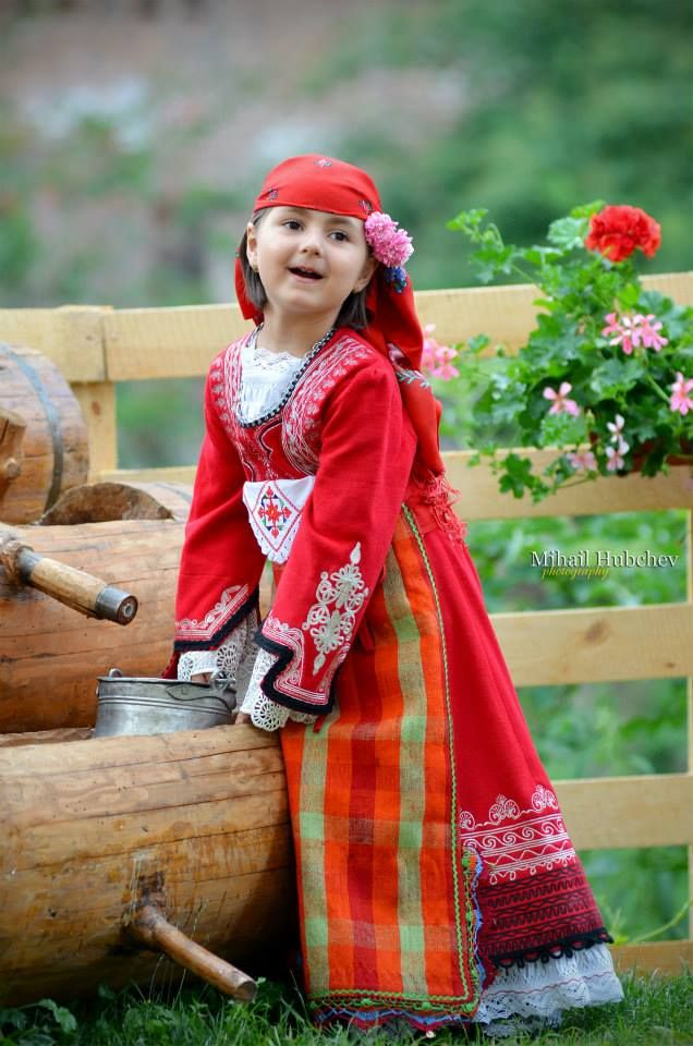 Bulgarian girl - by Mihail Hubchev