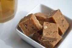 Deze suikervrije fudge is goddelijk. Hij smelt bijna in je mond! Helemaal voor de pindakaas liefhebbers is deze versie een winnaar...