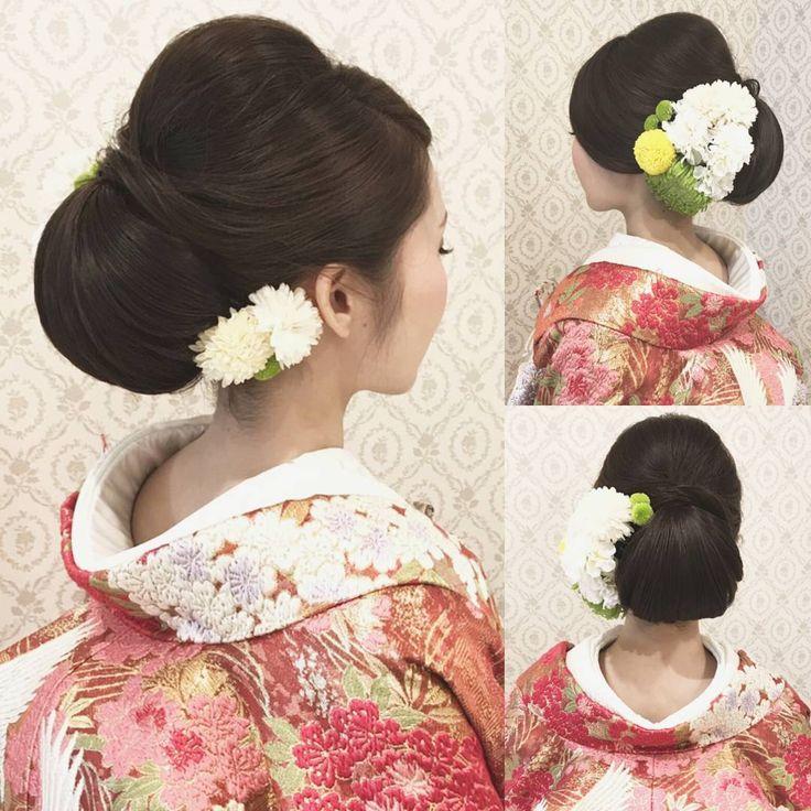 結婚式の前撮り 和装ロケーション撮影のお客様 つるっと面を出したアップ 下めに大きくシニヨンを ご持参頂いた生花と造花を 混ぜて左右に沢山付けました 黒髪の方にオススメです! #ヘア #ヘアメイク #ヘアアレンジ #結婚式 #結婚式ヘア #サロモ #東海プレ花嫁 #ウェディング #バニラエミュ #セットサロン #ヘアセット #アップスタイル #成人式ヘア #プレ花嫁 #和装前撮り #前撮り #着物ヘア #2016冬婚#2017秋婚 #和装ヘア#色打掛#2016秋婚 #2017春婚 #結婚準備#成人式#和髪#2017秋婚  #2017冬婚 #wedding