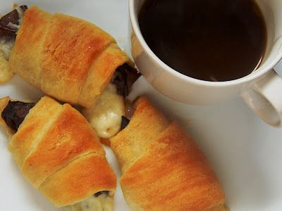French Dip Crescents.  A great quick weeknight meal.  --> These were super easy - super good! I only did one roll of crescents and used 3 thin slices of roast beef per crescent triangle. Next time I am going to use only 2. I loved the pairing of the buttery crescent with the salty onion/beef broth. This one is a keeper!