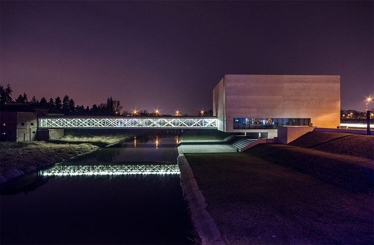 """Interaktywne Centrum Historii Ostrowa Tumskiego """"Brama Poznania"""".  Interactive History Centre Cathedral Island """"Gate to Poznan""""."""