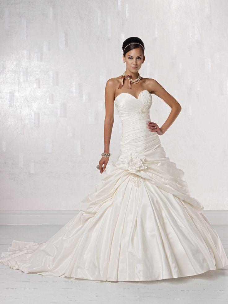 Elegant sweetheart sleeveless taffeta wedding dress