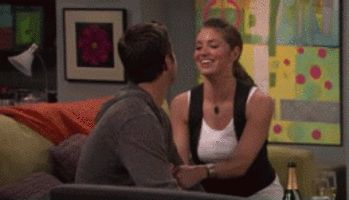 rules of engagement jen and adam's apartment | oliver hudson david spade rules of engagement bianca kajlich megyn ...I like the art on the wall behind jen.