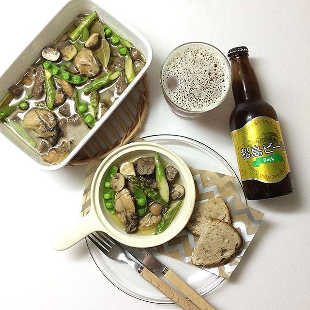 牛肉と牡蠣のオイル煮ができました🍴 季節の野菜も一緒にじっくり加熱しました。  おすすめのビールは、宮城で1番最初にできたドイツ仕込みの「松島ビール」。 なかでも、麦芽多め、アルコール7%と飲みごたえのある「Bock」がオススメです。  絶品のオイル煮とオイシイビールで会話も弾みことでしょう😋  父の日。  是非 あなたからお父さんへ、心こもるひと皿をつくって差し上げてみては😊  #牡蠣のオイル漬け#松島ビール#bock#ビール#肉#牛肉#mpantry