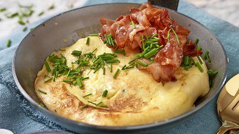 Skäm bort dig själv med god mat! Med enkla medel kan du laga härliga rätter som har det där lilla extra. Testa skånsk äggakaga med knaperstekt bacon!
