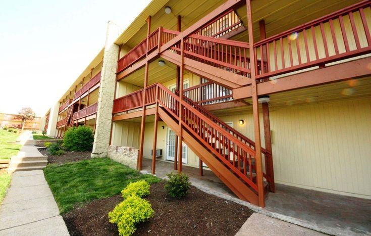 Auf Der Lauer Das Tiger Village Apartments In Colum Ist Eines Der Besten Hotels Der Stadt Courtyard Apartments Best Hotels Hotel