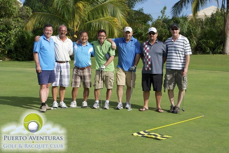 Nuestro campo de golf es ideal para jugar en familia o con amigos o conocer nuevos amigos en nuestras clases en grupo
