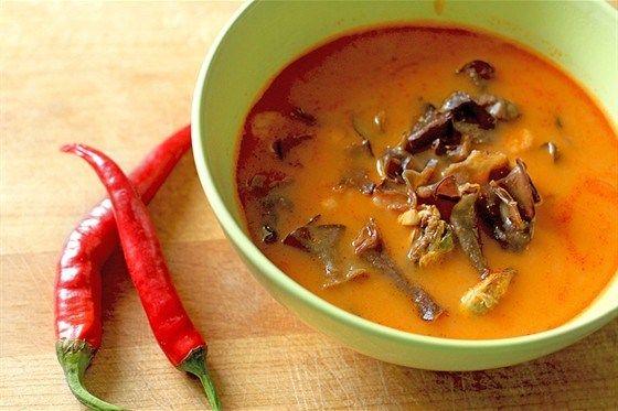 Острый суп с рисовой лапшой