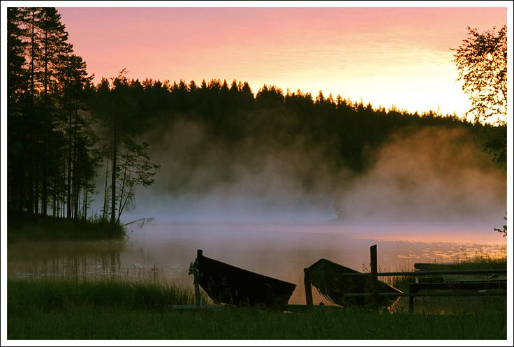 Those magical summer nights when sun doesn't sleep and the night feels young. A fantastic feeling. | Finland. Lake in the night.