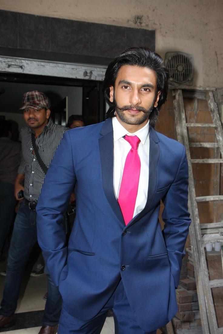 """Ranveer Singh Launch """"LOOTERA"""" First Look."""