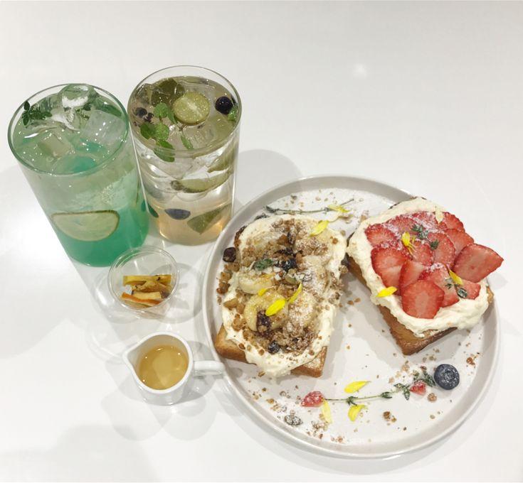授業前だったから余裕で入ったのに 全然来ず ; ;  その間ワナワンのVRしたけど これほんと凄かった #korea#myeongdong#cafe #innisfree#innisfreecafe #fruittoast#ade#fruit #wannaone#vr #한국#명동#카페#토스트 #韓国#明洞#韓国カフェ#明洞カフェ