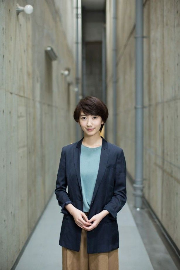 【写真を見る】「世界一難しい恋」(日本テレビ系)撮影現場の波瑠を直撃