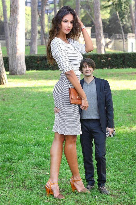 Очень высокая девушка фото