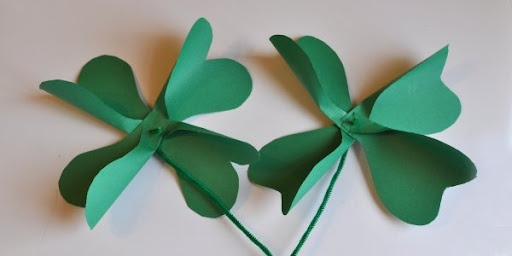 Another cute craft for the kidlets. Shamrock pinwheels made with just paper and pipe cleaners. :)