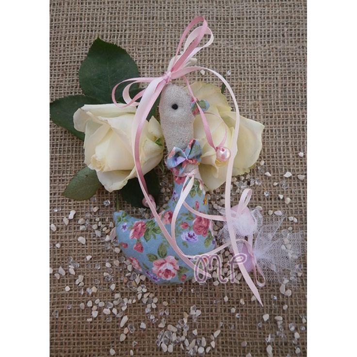 Μπομπονιέρες κορίτσι. Μπομπονιέρες βάπτισης κορίτσι πάπια υφασμάτινη με τριαντάφυλλα