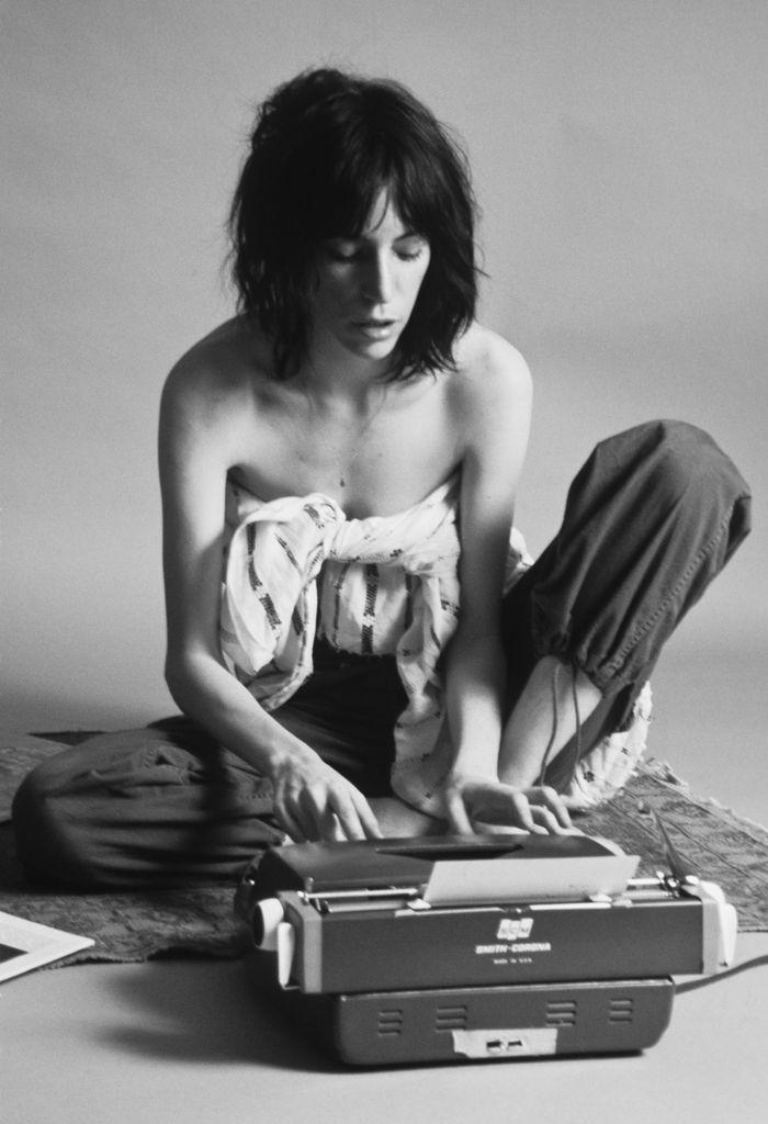 """1976.Writting """"Je rêvais d'être peintre, mais j'ai laissé l'image glisser dans… …"""