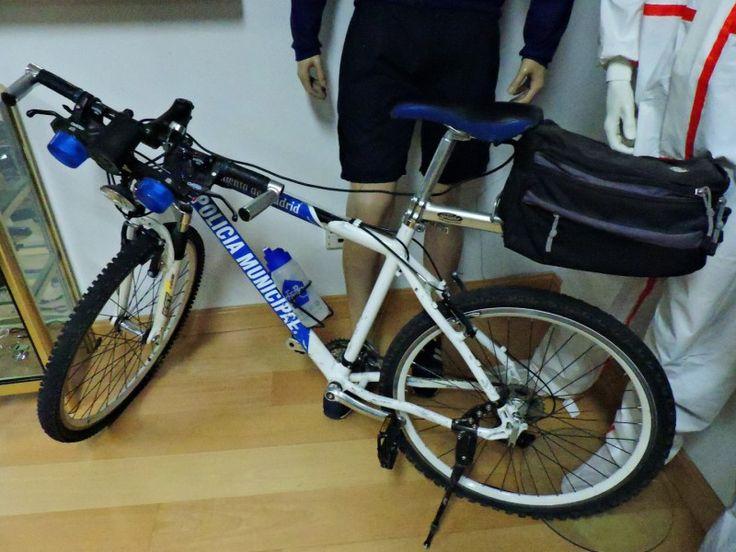 Museo Policía de Madrid - Bicicleta de la Policía Municipal, con su sirena.