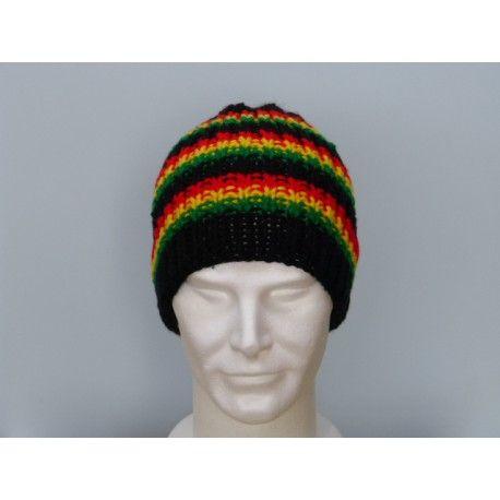 Taille unique pour homme et adolescent. Très jolie bonnet rasta tricoté main aux couleurs de la Jamaïque. Bonnet de couleur noir entrecoupé de 3 petites bandes de couleurs rasta, vert, jaune, rouge. Ce bonnet est tricoté main en maille cotes 1/1, ce qui donne une très grande élasticité, il mesure 24 cm de hauteur. Bonnet très chaud et très doux en laine acrylique. Prix 12 $.