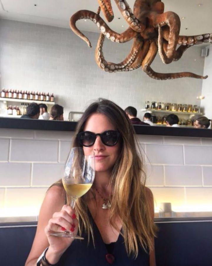 CAFÉ BUENOS AIRES: Só abre para jantar e fica numa rua escondida. Bem despretensioso, animado e com comida excelente! SEA ME:  comida portuguesa contemporânea e japonês g A CEVICHERIA:(foto)! MERCADO DA RIBEIRA:  Destaque para o quiosque do Sea Me e para a Sorveteria Santinni! RIO MARAVILHA: É o rooftop para ver o sol se pôr.