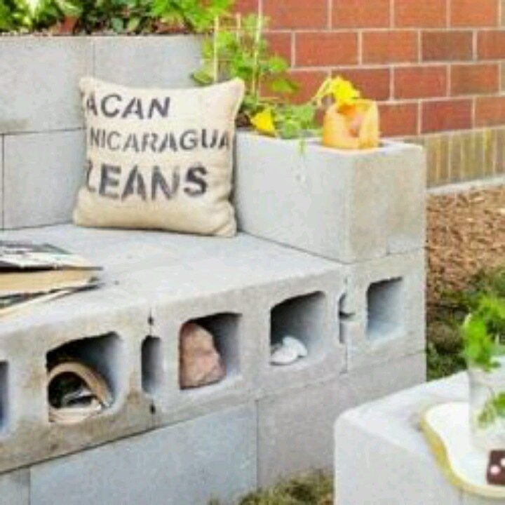 Cinder block seating perfect for backyard with for Cinder block seating area