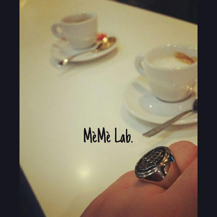 Buon sabato con Caffè & anello mano di Fatima  www.memelabaccessori.com