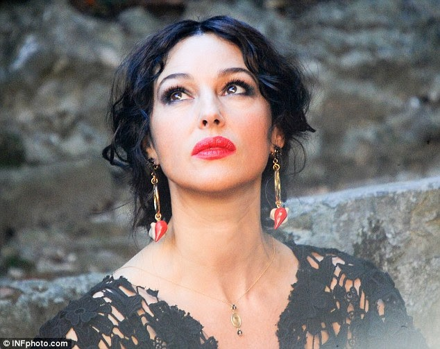 The beautiful Monica Bellucci appeared in the press this morning in the above shots -  she's currently filming the new Dolce & Gabbana campaign in Portofino, Italy.