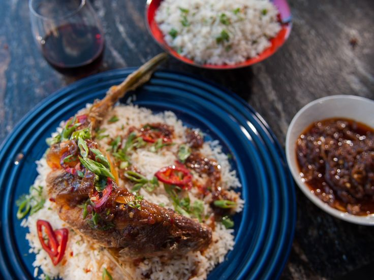 Crispy whole thai fried fish with ginger tamarind sauce for Fish and rice recipes