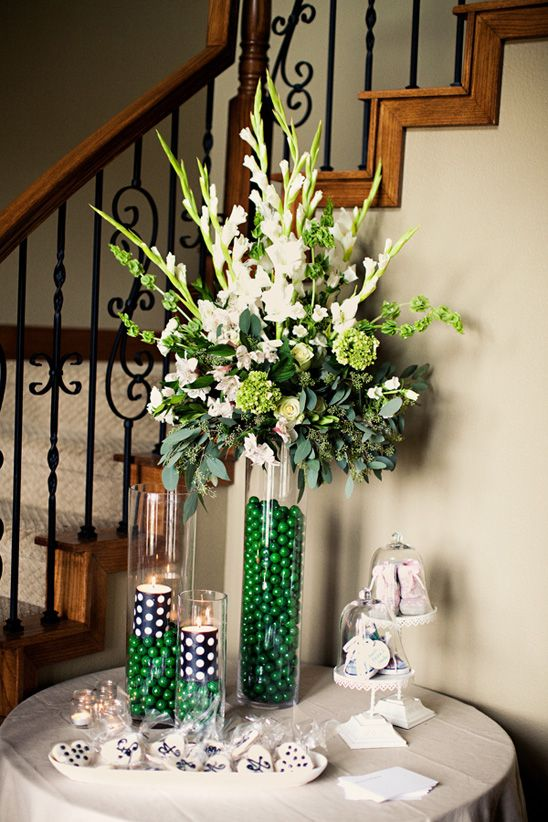 cute.. love the vase with candy and flowers on top and little ones with tea-lights