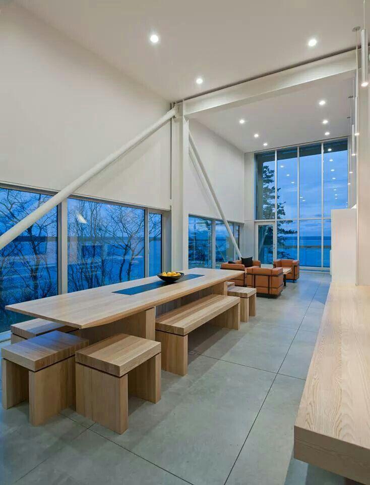 Two Hulls / MacKay-Lyons Sweetaplee Architects Limited. Comedor en madera y sala sencillas con vista.