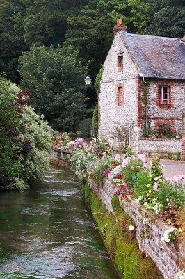 Cottages Houses:  A charming cottage.