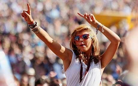 raise your hands if you love festival style!