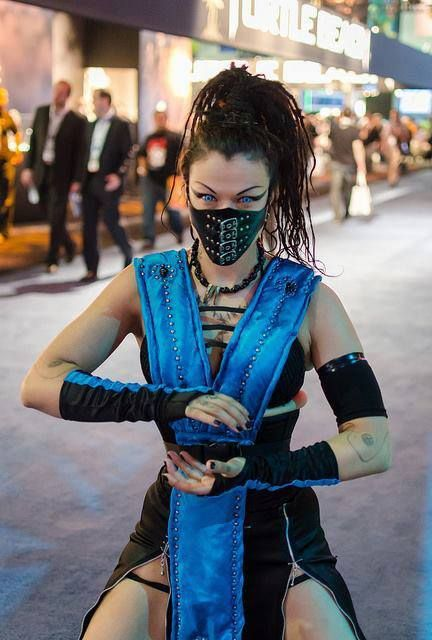 I really want to try a #Cosplay like this.  Mortal Kombat: #Rule63 #Sub-Zero