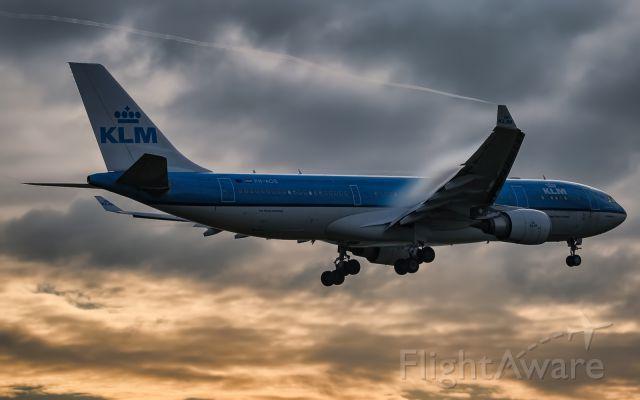 KLM A332 (PH-AOE)