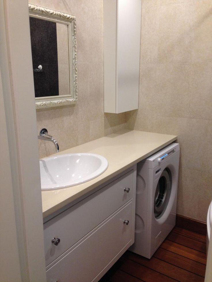Стиральная машинка под столешницей в ванной