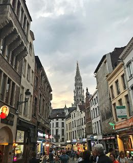 The small streets of Brussels' city centre: full of murmur, full of art, full of life, full of lights.