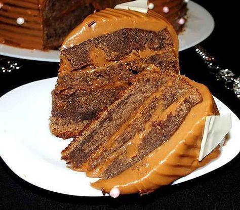"""Tortul """"Kuche de ciocolată"""" este un desert de origine nemțească, care se prepară foarte simplu și ușor din ingrediente pe care le aveți la îndemână. Pandișpanul este foarte moale, pufos și fraged. Crema la fel se realizează foarte simplu, din unt, lapte condensat și ciocolată topită. Dacă doriți puteți prepara laptele condensat acasă foarte ușor. Rețeta …"""