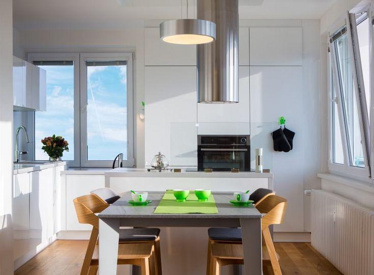 Lovely Velký Stůl V Kuchyně Je Určený Pro 4 Až 6 Osob, Pokud Se Rozloží.
