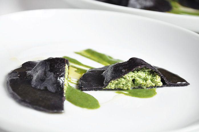 Vegetarian ravioli of black rice flour / vegetarische Ravioli aus schwarzem Reismehl by www.foomici.com