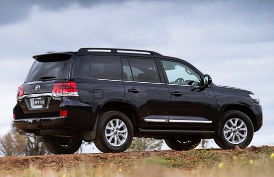 New 2017 Toyota Land Cruiser V8 Redesign - Toyota land cruiser is among the longest-serving sports utility vehicle (SUV) from Toyota motor company, dating back greater than 50 years back. Through the entire production history, It's seen series of changes and redesigning. Some people adore it because of its outstanding performance, reliability and off-road capabilities. It really has been a while because the vehicle experienced major modifications.