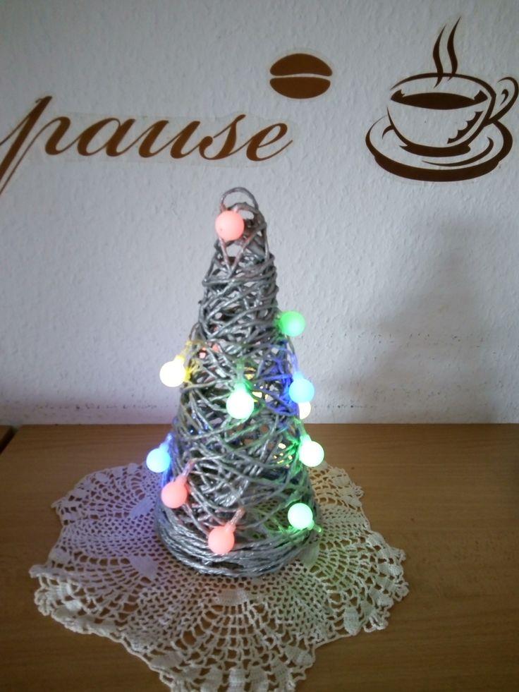 Weihnachtsbäumchen aus Papierschnur