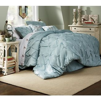 Pin tucked comforter